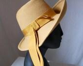 Vintage Ritz wool felt hat camel colored Size 22
