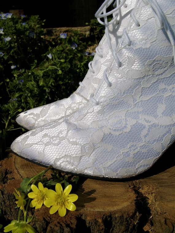 Reserved Vintage 80s Ivory Bride Lace Stiletto lace up Granny Boots Victorian style pointed toe 8