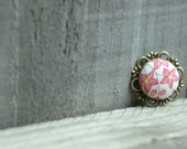 Brooch with vintage fabric