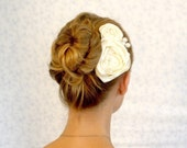 Romantic day ivory hair comb with pearls