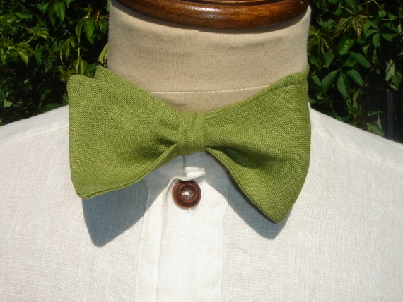 Turtle Green Linen Butterfly Adjustable Bow Tie and Matching Pocket Square