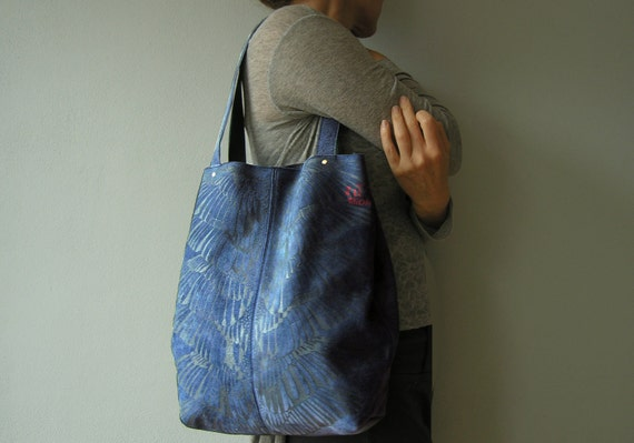 Blue tote with dark blue print