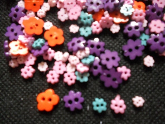 100 pcs -  Fancy Tiny flower buttons - mix size