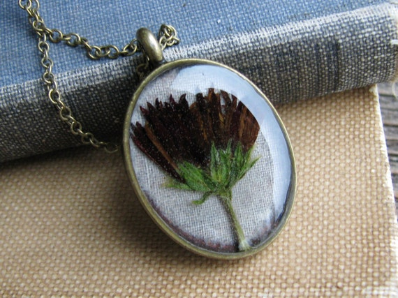 Pressed Flower Necklace Botanical Jewelry Resin Preserved Chrysanthemum Antique Brass Chain