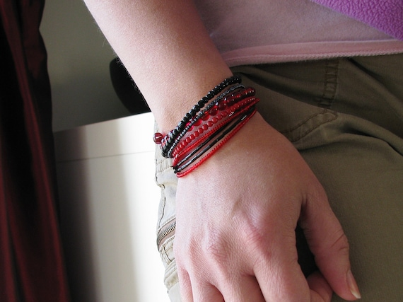 Memory Wire Bracelets Red Black Glass Seed Beads on Individual Memory Wires