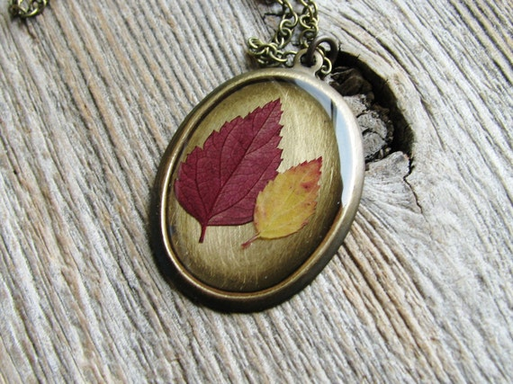 Pressed Leaf Necklace Botanical Jewelry Nature Inspired Resin Spirea Leaves Plant Oval Pendant Antique Brass Chain