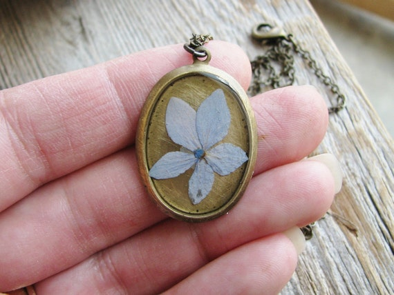 Real Pressed Flower Necklace Botanical Jewelry Resin Pendant Hydrangea Flower Oval Nature Inspired Antique Brass Chain