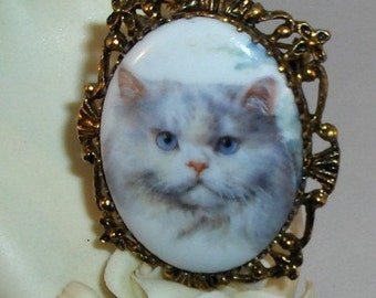 Beautiful White Persian Cat Cameo Pendant/Brooch/Necklace Combination