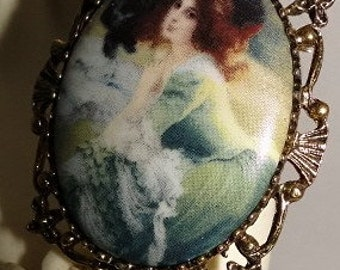Beautiful Red Haired Victorian Lady in Green Dress Cameo Brooch/Pendant/Necklace