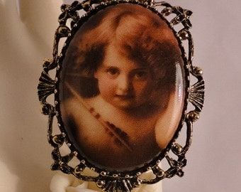 Beautiful Old Fashioned Cherub Cameo Brooch/Pendant/Necklace