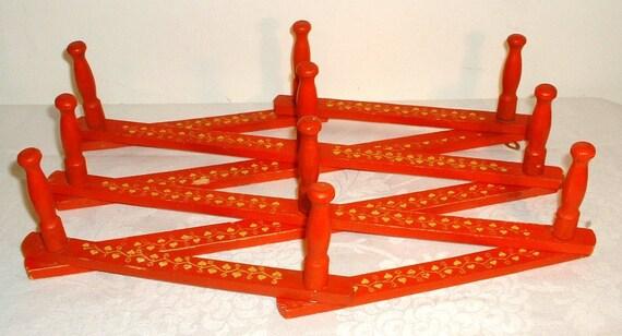 SALE ... Vintage Wood Expandable Peg Rack Red Heart Vine Design 10 Pegs