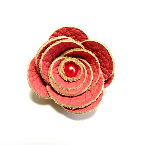 Small leather flower hair clip - flamingo