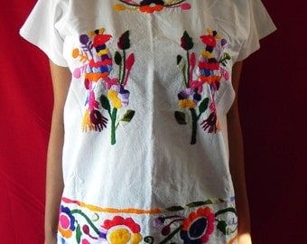Mexican White Top Blouse  Colorful Birds Handmade Embroidered Elegant Medium / Large