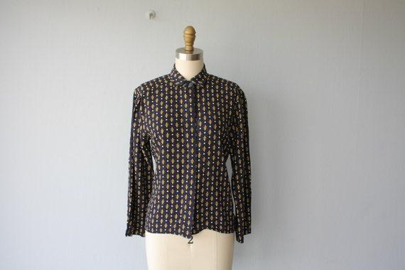 SALE / vintage 1980s blouse / button up shirt / Fleur de Lys patterned - size small , medium