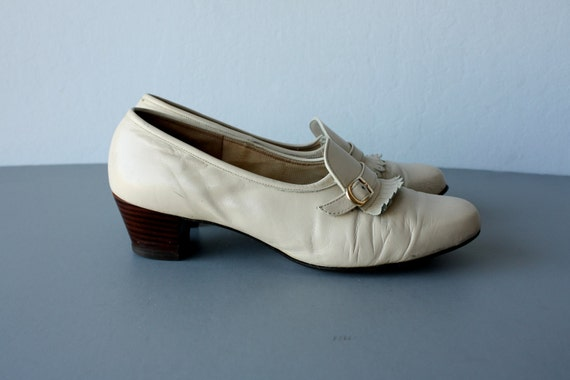 1960s shoes / 60s heeled loafers / leather shoe booties / Fringed Loafers - size 9.5 , 40