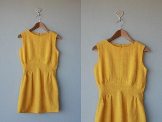 1960s dress / 60s dress / wool dress / Marigold dress - size small
