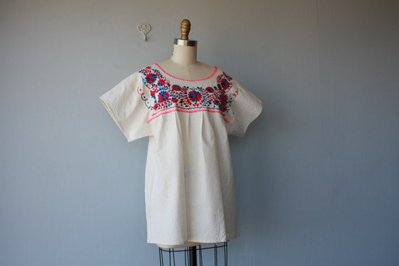 pesant top / 1970s embroidered blouse / Yuma City tunic blouse - size large
