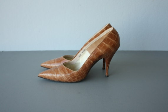 alligator heels / 1960s stiletto pumps /  60s Herbert Levine leather stilettos - size 8 AA