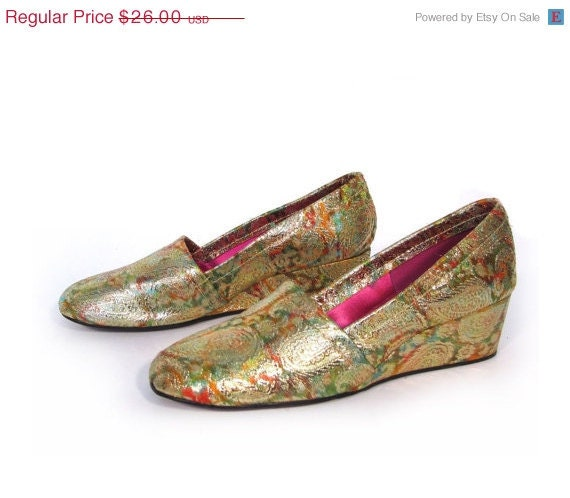 Vintage 60s COCKTAIL Hour Shimmery Gold Paisley Slip On Wedges