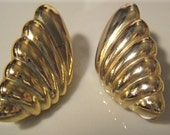 Vintage Golden Seashell Clip On Earrings
