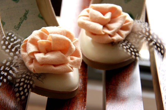 Amber - Felt cream rose shoe clips with feather accents