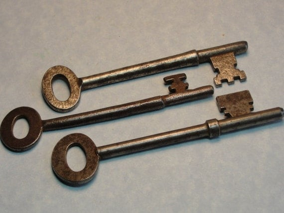 SKELETON KEYS 3 Pieces Steampunk Jewelry Making Clock keys