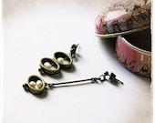 EARRINGS - Drop Earrings with freshwater pearls - Asymmetrical pair - Vintage style - Wedding jewelry