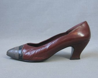 70s 80s Ferragamo Heels Vintage Shoes Metallic Leather Applique Pumps Southwest Navajo Style 8.5