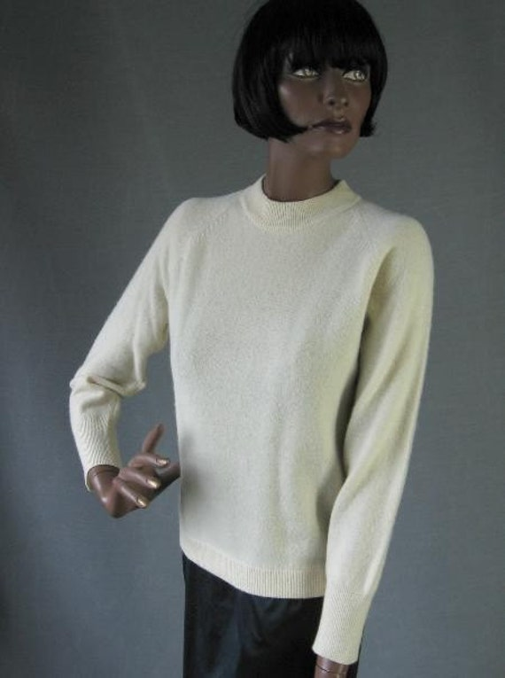 60s Vintage Ivory Wool Pullover Sweater Small to Medium
