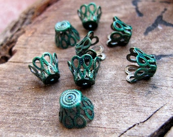 Vintage Green Small Bead Caps. Filigree mini Flower Bead Caps. Enameled Tiny bead Caps - Small bead caps - Filigree Caps - artisan supplies