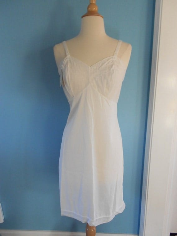 SALE Vintage 1960s eyelet white nylon slip // by Aristocraft // size 34