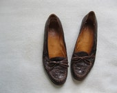 handsome ralph lauren oxford flats of reptile skin variety .size 8.5