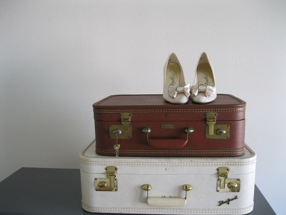 1950 style satin kitten heels with BOWS and RHINESTONES (so, dream heels) .size 7