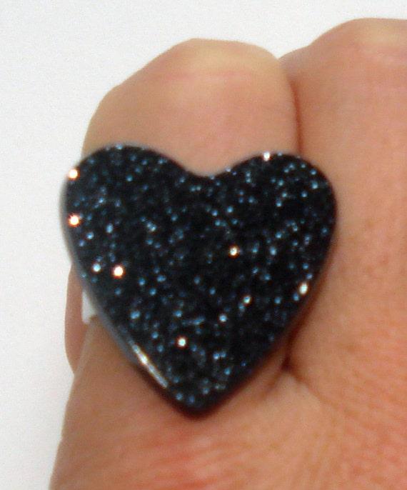 Sparkling black glitter heart ring