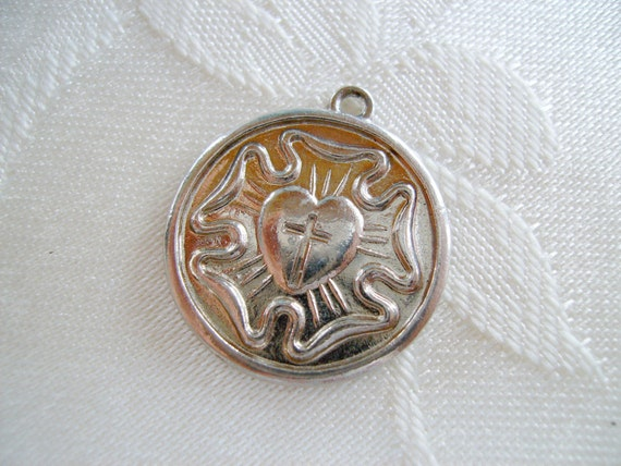 Vintage Luthers Rose I AM A LUTHERAN Charm