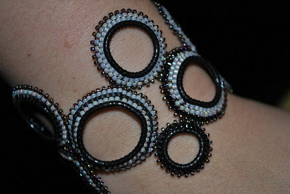 CLEARANCE 30% OFF - Originally 30.00 Beaded Bubble Bracelet, Hand made beaded bracelet Black and Gray