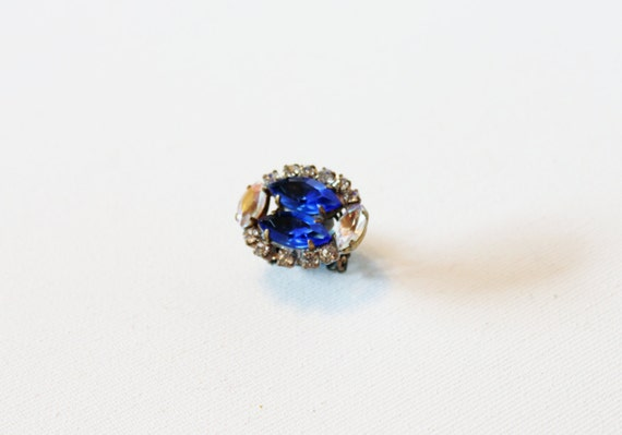 vintage ring 1940s handmade assemblage czech rhinestone royal saphire blue and clear prong set brass adjustable