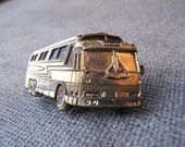 Vintage Lapel Pin-Greyhound To Chicago-MM Limited Chicago-1980-Bus-Transportation Collecting