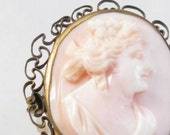 30% OFF Small pink shell cameo brooch 1940s-50s