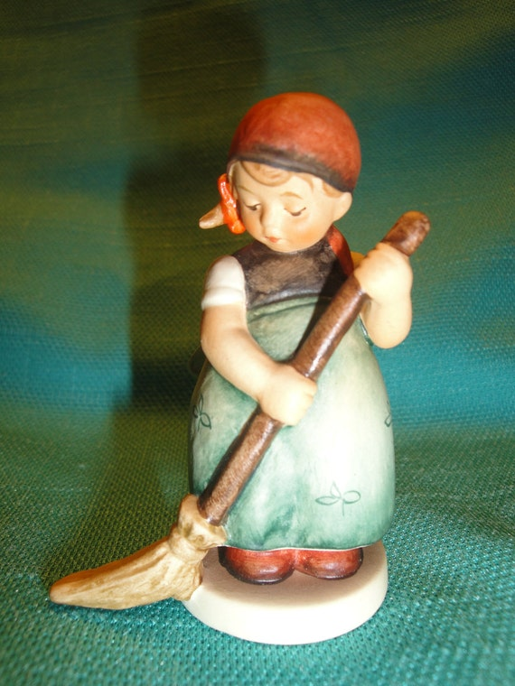 Little Sweeper - TMK-7 M.I. Goebel Hummel 171 4/0 Figurine - Germany