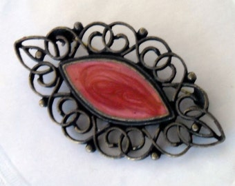 VINTAGE 80'S ORNATE CUT OUT EDGE DUSTY ROSE MARBLE STYLE OVAL CENTER BROOCH