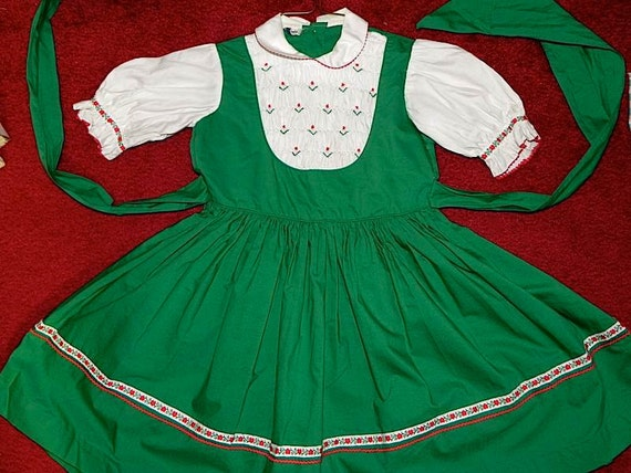 Adorable Vintage 50s Drindl Style Green Cotton Girls Dress with Heart Trim 6X -on sale
