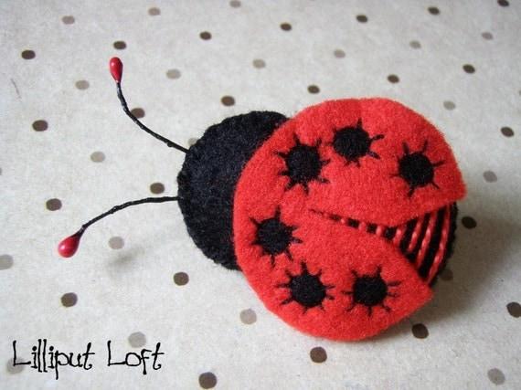 Ladybug - small felt brooch or hairclip