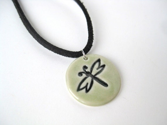 Round porcelain pendant with dragonfly impression