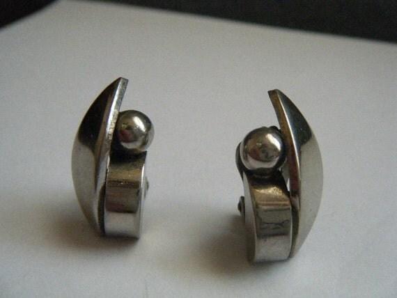 Vinage Earrings Modernist Silver Clip
