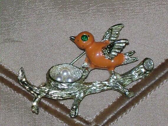 GERRYS  Bird in Nest Vintage Brooch