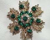 vintage - Emerald green Rhinestone Snowflake design - brooch