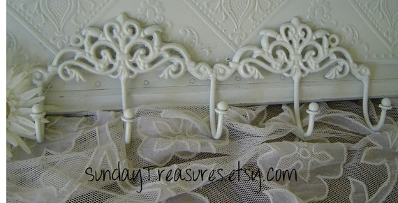 WHITE Ivory, Fleur de Lis Flourish Scroll / Scrolly Iron Hook 5 hooks / Jewelry / Clothes / Wall Hook / Wall Decor / Shabby / Cottage Chic.