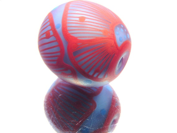 Moogin -coral red and periwinkle blue floral patterned etched oval focal bead - lampwork - sra