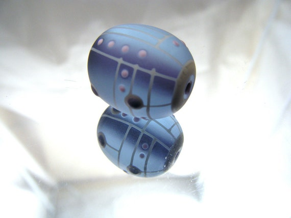 Moogin - purple etched angular patterned lampwork focal bead-sra